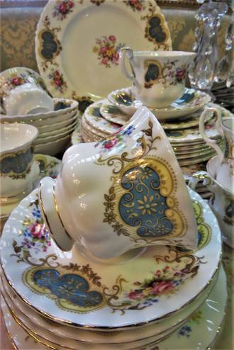 Royal Albert 'Berkely' 6 place setting SOLD
