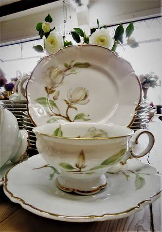 10 place Porcelain Dinner Service - Hutschenreuther  Sylvia $1250
